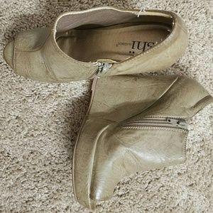 Shi Peep toe booties